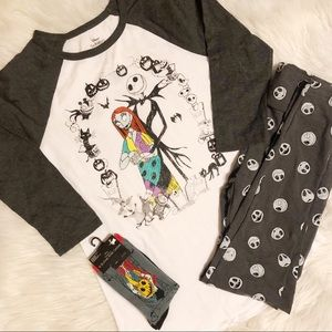 Disney set of gray/white shirt, leggings & socks